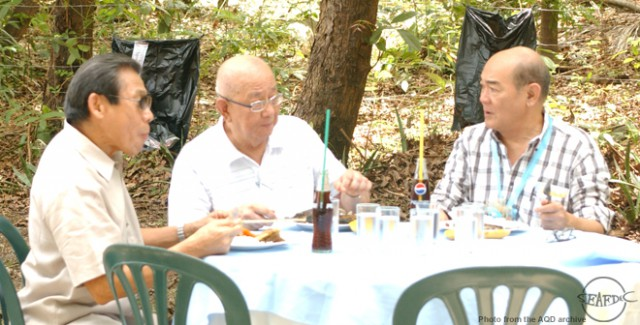 Dr. Flores with other former AQD Chiefs, Dr. Rogelio Juliano (center) and Dr. Flor Lacanilao during the 35th anniversary celebration in 2008
