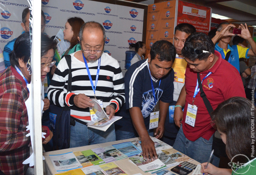 Shrimp Congress participants check out AQD's publications
