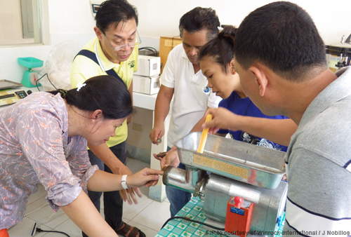 SEAFDEC/AQD scientist Dr. Relicardo Coloso guides trainees in pelletizing feeds