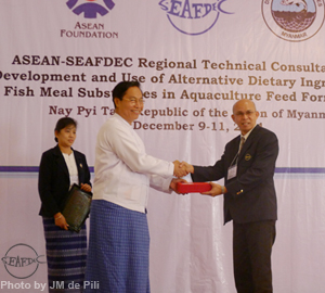 AQD Chief Dr. Felix Ayson receives gift/token of appreciation from Mr. U Ohn Myint, Union Minister for Ministry of Livestock, Fisheries and Rural Development