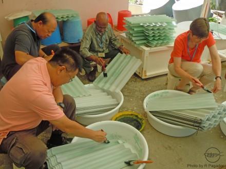 Participants prepare settlement plate for sandfish larvae
