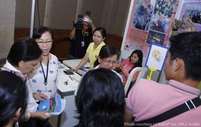 Senator Cynthia Villar visits SEAFDEC/AQD booth