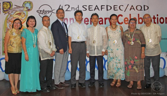 (L-R) AQD Scientist Dr. Ma. Lourdes Aralar, Administration and Finance Head Ms. Kaylin Corre, Deputy Chief Dr. Takuro Shibuno, Tokyo University of Marine Science and Technology Professor Dr. Ikkuo Hirono, JIRCAS Director of Fisheries Division Dr. Tetsuo Fuji, SEAFDEC Deputy Secretary General Mr. Hajime Kawamura, Training and Information head Dr. Ma. Junemie Hazel Ramos, Technology Verification and Demonstration head Dr. Fe Dolores Estepa and AQD Chief Dr. Felix Ayson