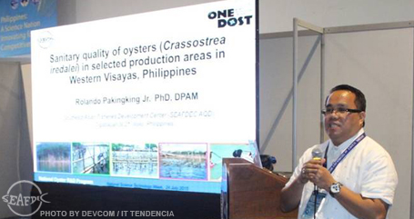 AQD Scientist Dr. Rolando Pakingking, Jr. giving a lecture on the sanitary quality of oysters