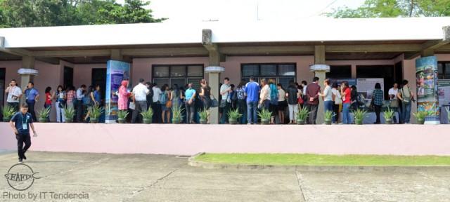 APEC delegates viewing the various aquaculture commodity kiosks