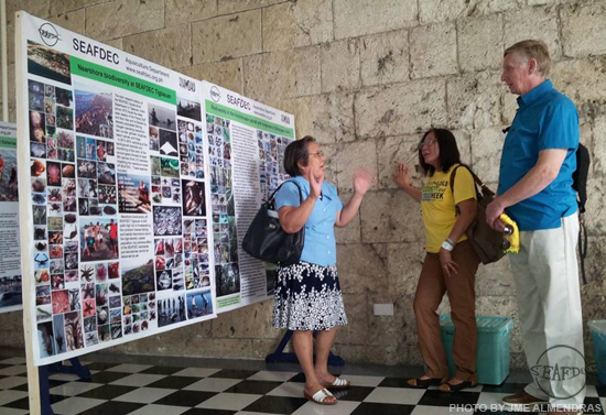 SEAFDEC/AQD's Fishworld Curator, Dr. TeodoraBagarinao, explaining to Dr. Gary Wilkins, PENRO 6's watershed consultant, the biodiversity survey that she did in the brackishwater ponds and mangroves in AQD's Dumangas Station and the nearshore biodiversity of AQD's Tigbauan Main Station