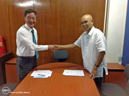 Global DCF Director Dr. Sang-go Lee and AQD Chief Dr. Felix Ayson during the agreement signing