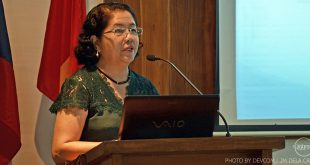 Dr. Celia Lavilla-Pitogo during her presentation at AQD's Tigbauan Main Station