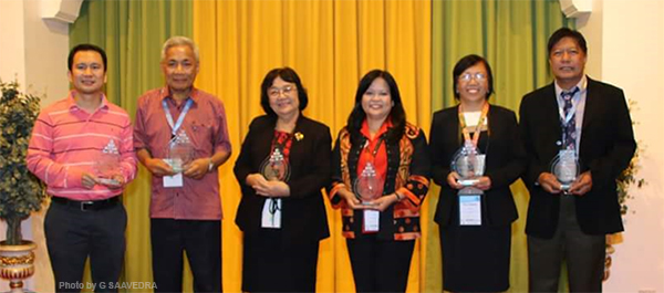 SEAFDEC/AQD Scientist Dr. Maria Lourdes Cuvin-Aralar (2nd from right) together with the other recipients of the 1st Philippine Symposium on Freshwater Biodiversity and Ecosystems special awards for contribution to freshwater biodiversity and ecosystems science