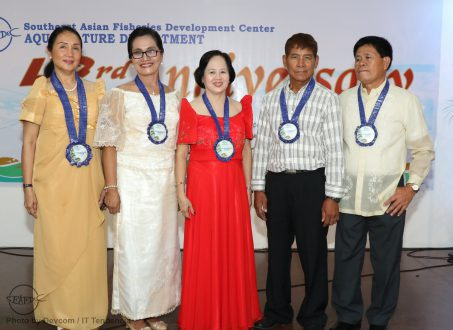 Part of SEAFDEC/AQD's anniversary celebration is the recognition of its retiring employees. Senior Technical Assistant Mr. Eliseo Coniza (rightmost) spoke on behalf of the retirees where he thanked SEAFDEC/AQD management. He also received a Plaque of Appreciation together with the other retirees (L-R) Dr. Mae Catacutan (Scientist), Ms. Dofra Tupas (Nurse), Ms. Nancy Acdol (Administrative Assistant), and Mr. Reynaldo Sobremisana (Driver/Mechanic)